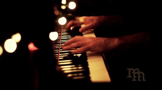 安静的音符在灵魂乐谱上跳动着   制作人:   jesus   歌曲数